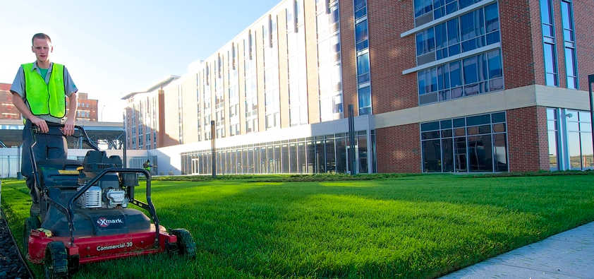 one way commercial landscapers cut costs on bids is to price mowing per season versus per cut